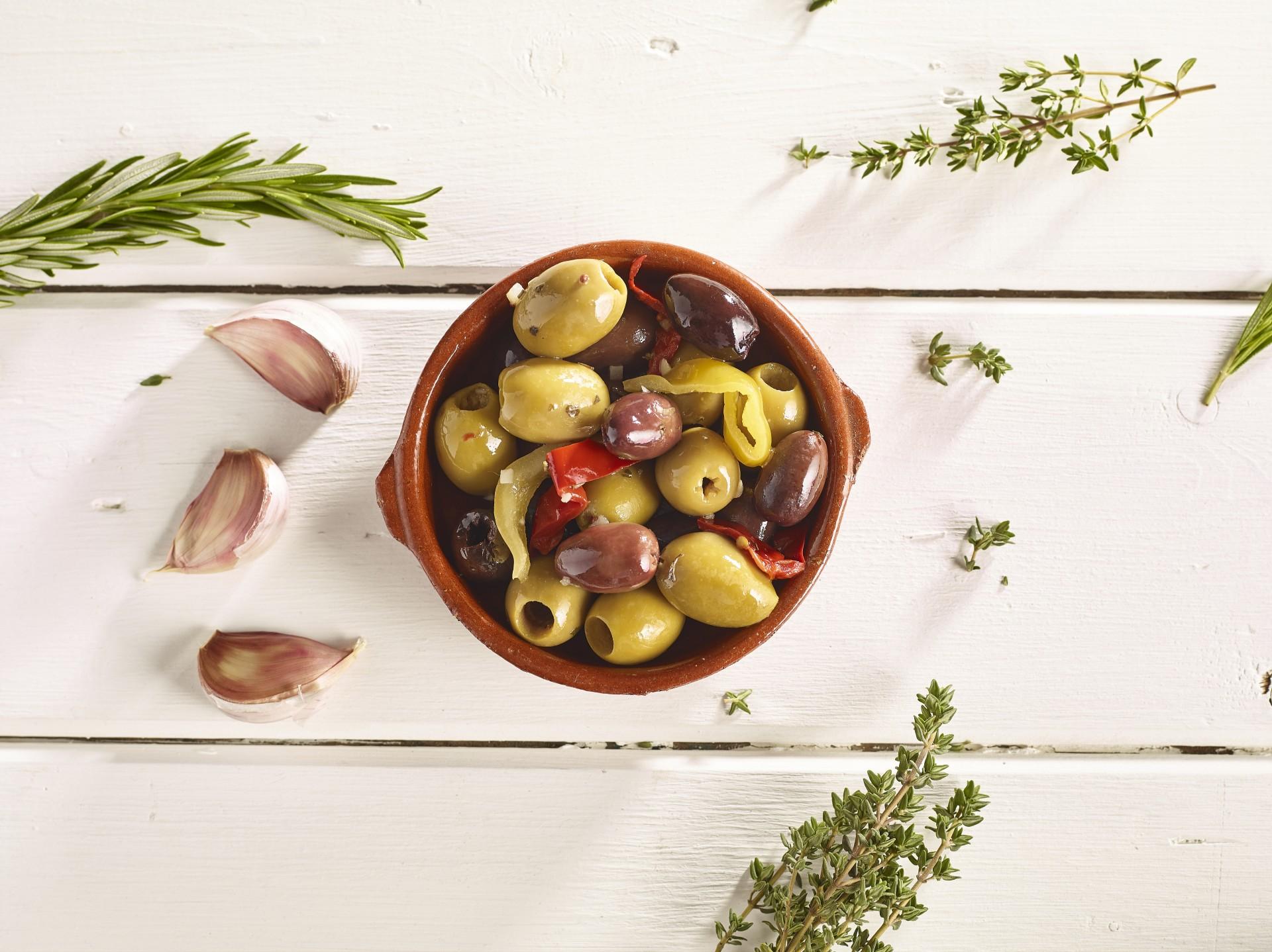 Sicilian Mix Pit Olives Garlic & Pepper